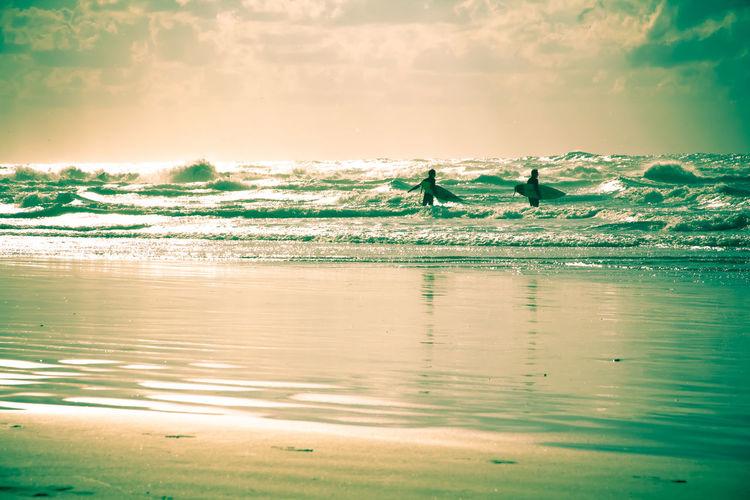 Surfers Waves Seaside Green Tint Silverlining
