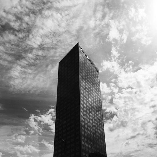 Minimalist Architecture Sky Architecture VSCO Vscox Built Structure EyeEm EyeEm Best Shots Skyscraper Building Exterior Cloud - Sky No People IPhoneography City Sunlight