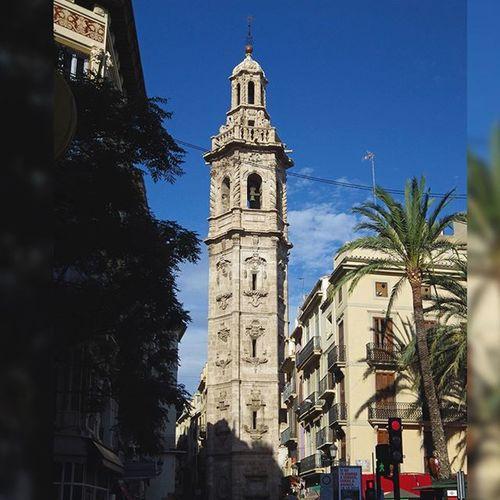 Caminando por el casco antiguo en busca del mejor chocolate caliente de la ciudad SantaCatalina Gotico València Currently Now Meetvalencia Igersvalencia Agendanavidad