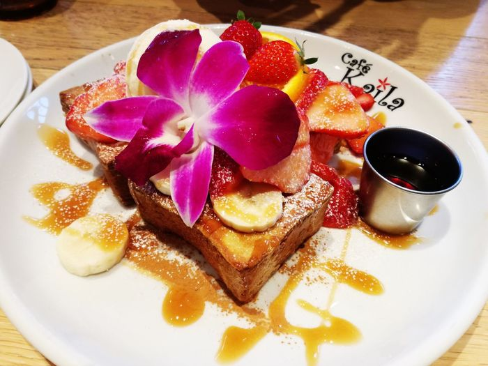 Fruit French Toast For Breakfast Hawaii Food And Drink Food Plate Indoors  Serving Size Table Ready-to-eat Sweet Food Dessert Close-up No People Flower