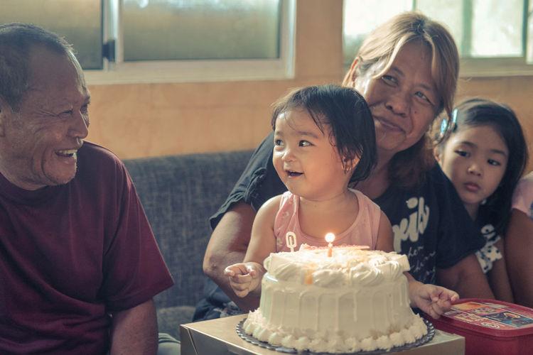 Anniversary Anniversary Cake Candid Candidshot Grandfather Grandmother Granddaughter Baby Girl