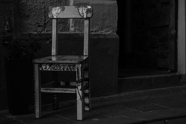 Alone chair.. Black And White Eye4photography  Monochrome Black & White Exceptional Photographs EyeEm Best Shots EyeEm Selects EyeEmBestPics Architectural Column Architecture Art Blackandwhite Bnw Chair City Day Eye4photography  Faces Furniture Love To Take Photos ❤ No People Old Outdoors Retro Styled Seat Streetphotography Wood - Material Urban Scene #urbanana: The Urban Playground EyeEmNewHere