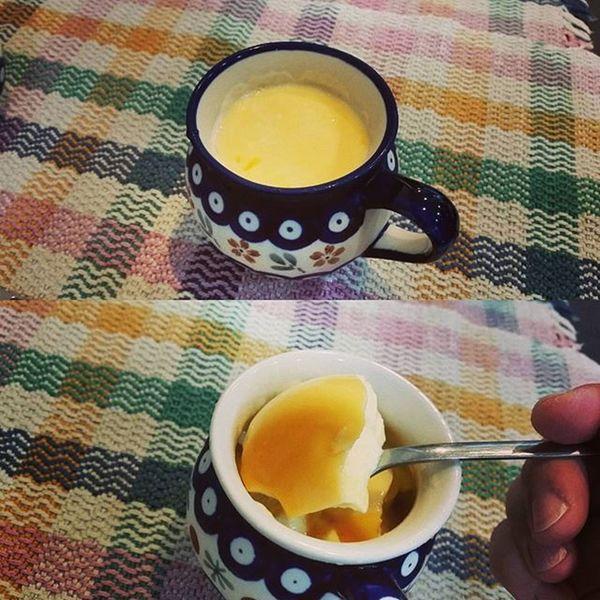 """新商品「マグプリン」のテスト。 懐かし昭和の味わい。自画自賛。 The new menu of my cafe """"Mug-Pudding"""". Now testing."""