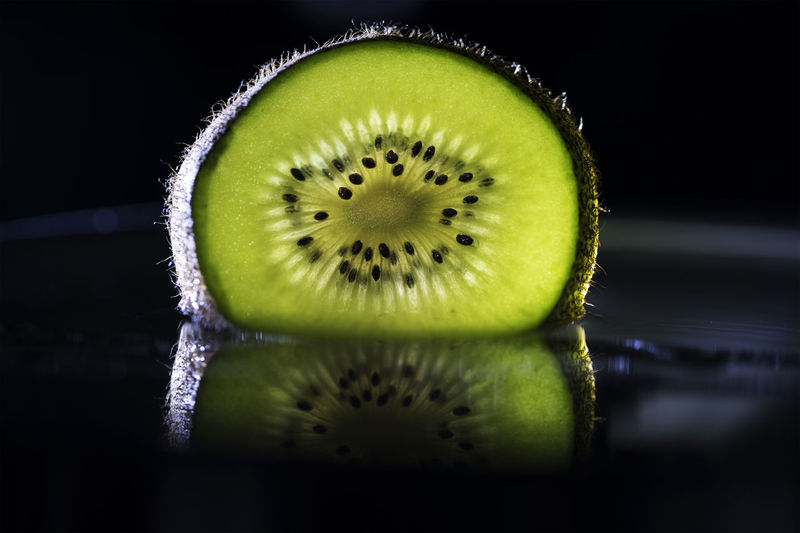 Healthy Fruit Close-up Cross Section Day Food Freshness Fruit Green Color Healthy Eating Healthy Food Healthy Lifestyle Indoors  Kiwi Kiwi - Fruit No People SLICE Studio Shot EyeEmNewHere