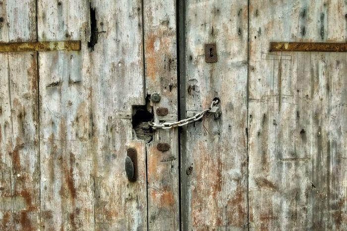 Old wooden gate Backgrounds Latch Full Frame Textured  Wood - Material Protection Old-fashioned Door Safety Metal Closed Door Locked Lock Door Handle Entryway Front Door Keyhole Doorknob Door Knocker