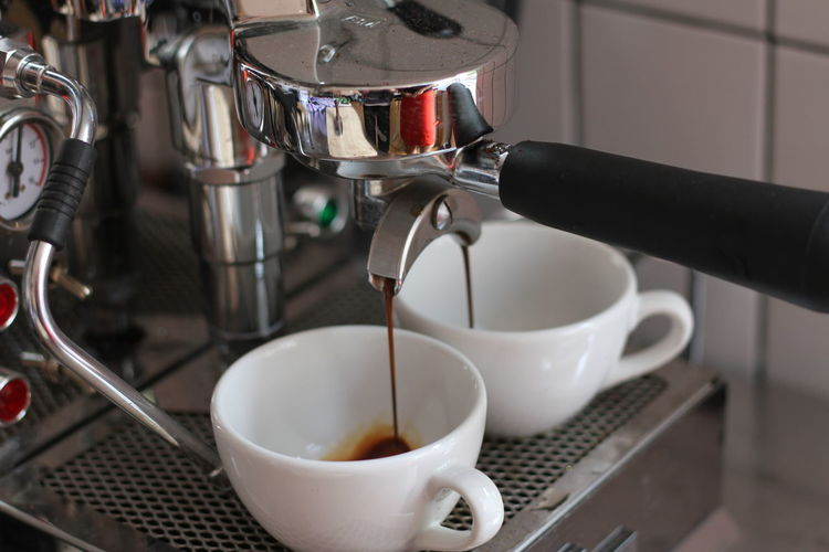 A coffee machine filling two cups