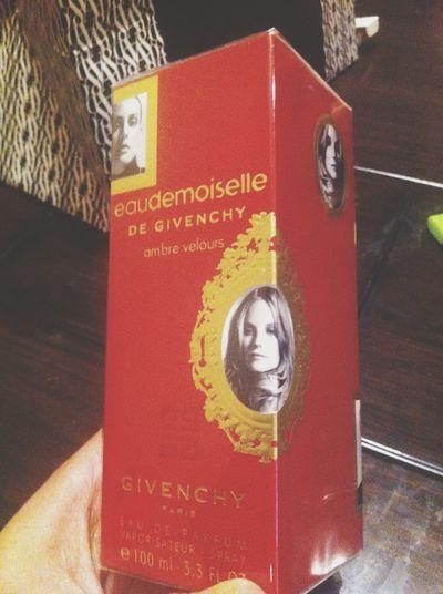 DE GIVENCHY Givenchy