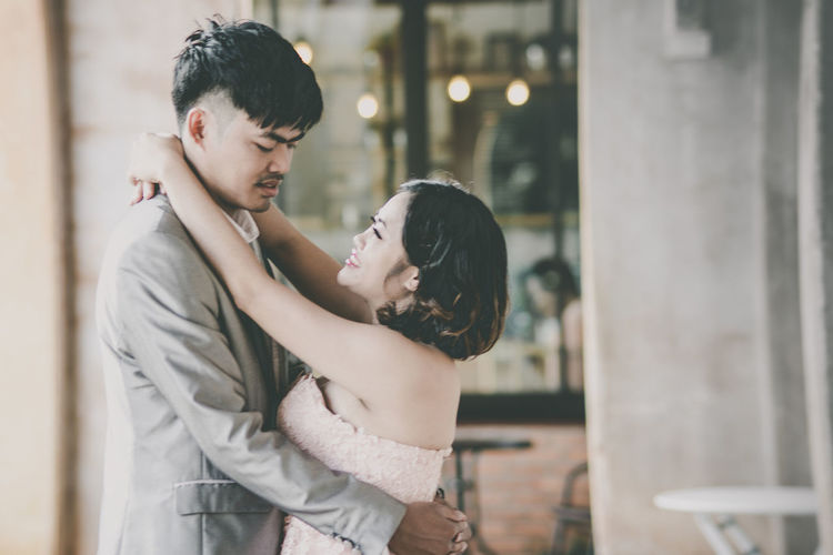 Two People Love Men Emotion Adult Togetherness Women Positive Emotion Bonding Standing Focus On Foreground Side View Lifestyles Real People Young Adult Waist Up People Females Mid Adult Hairstyle Couple - Relationship