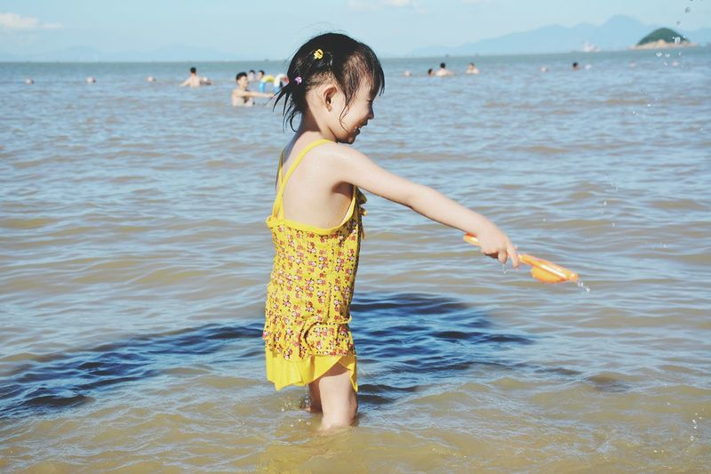 The Sea Baby Babygirl Babyface Baby Girl Baby ❤ Playing In The Sun Under The Sun Under The Sunshine :-)  Sunshine Sea Sea View Happy Happy Baby Excited Exciting Playing With Water Little Girl Littlegirl Playing People Colour Of Life
