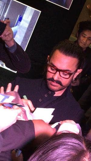 Aamir khan 💐welcome to home Beijing China Happy Star Aamirkhan Real People Eyeglasses  Night