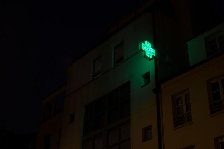 A cross in the night 35mm Best EyeEm Shot Colors EyeEm Best Shots EyeEm Gallery Paris Neon Outside Photography Streetlights Streetphotography