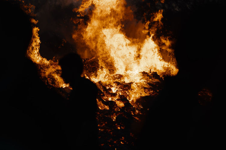 BONFIRE Fire Bonfire Bonfire Night Heat - Temperature Burning Fire - Natural Phenomenon Flame Nature Night Warning Sign Sign Communication Dark Accidents And Disasters Motion Destruction Glowing Black Color Orange Color Yellow Occupation Inferno