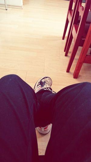 Beim Doktor sitzen mit langeweile