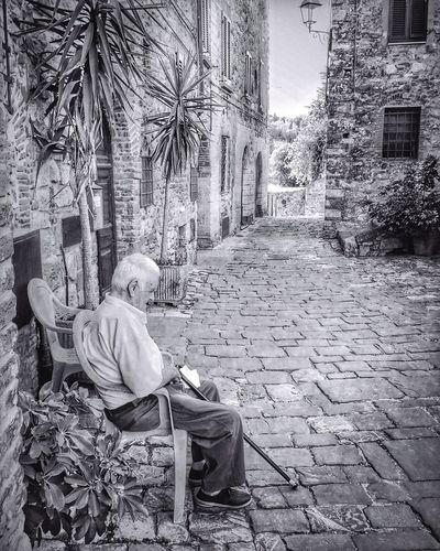 Monochrome Photography sweet elderly | iPhone 6S - Snapseed Youmobile ShotoniPhone6s Shootermag Wearegrryo Elderly Oldman