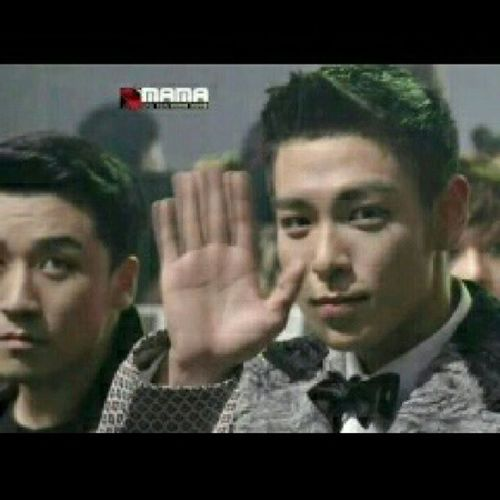 Whatwhatwhat! Babyvict, why so serious? Lol. Mnet Mama2012 Bigbang Victory tabi seungri top