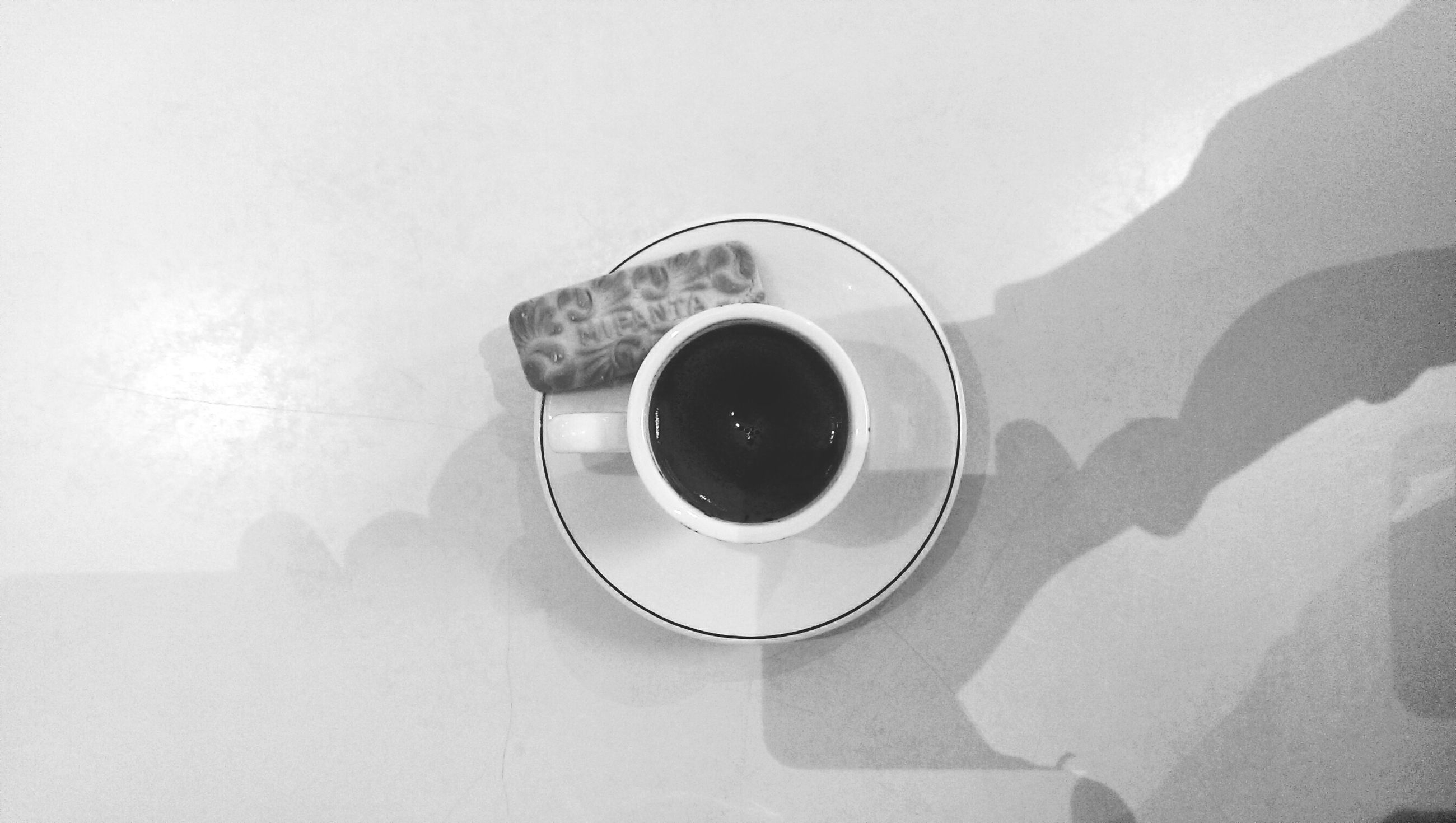 indoors, coffee cup, copy space, still life, wall - building feature, directly above, close-up, high angle view, white background, circle, refreshment, technology, drink, table, white color, no people, single object, studio shot, cup, built structure