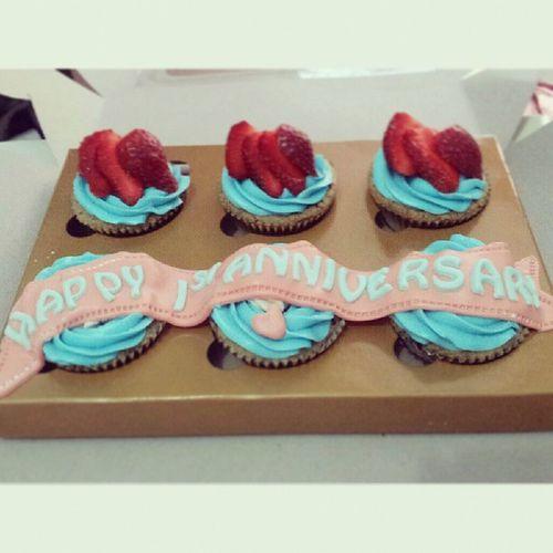 Happy 1st anniv Deasy n his boy ツ. Babiefabulouscakes BFC Ccupcakesdaily Homebaked sweetcakes strawberry likeforlikes ig potd anniversary