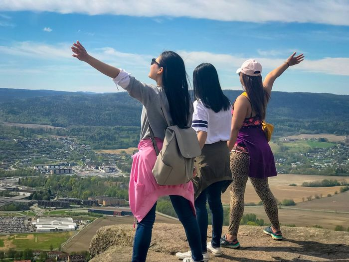 Nature Norway Kolsåstoppen Hike Leisure Activity Real People Lifestyles Friendship Women Casual Clothing #FREIHEITBERLIN Day Nature Emotion Human Arm Togetherness Mountain Beauty In Nature Standing Enjoyment Full Length Bonding Sky Happiness Outdoors