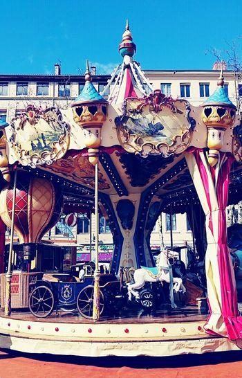 Beautiful vintage carrousel 😍 Carrousel Vintage Furniture Lyon Croix-Rousse LyonCity Lyononly Vintagecarousel Julesverne 1900 Enjoying Life Vintagedesign Children Playing