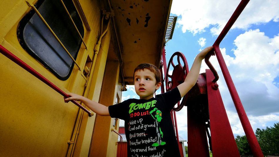Wide Angle Color Photography Trains A Day In The Life Rural Exploration Caboose Candid Portrait EyeEm Best Shots Railroad Car The Portraitist - 2015 EyeEm Awards