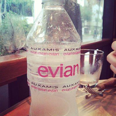 オザミ特性ラベルのエビアン。もちろん中身はただのエビアン(笑) Evian