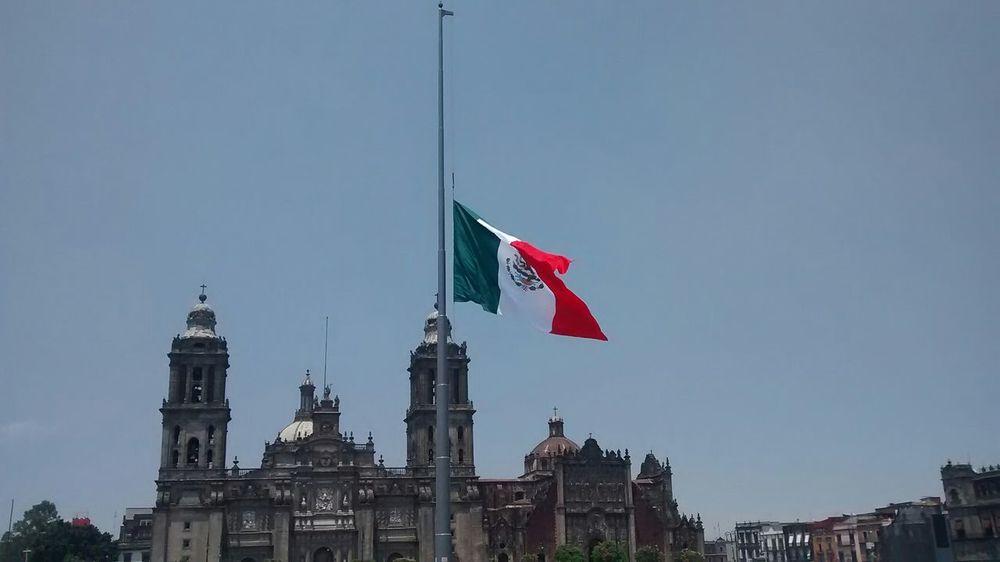 Mexican Pride Bandera de México de mis amores, en la plancha del Zócalo Capitalinio, Centro Histórico.
