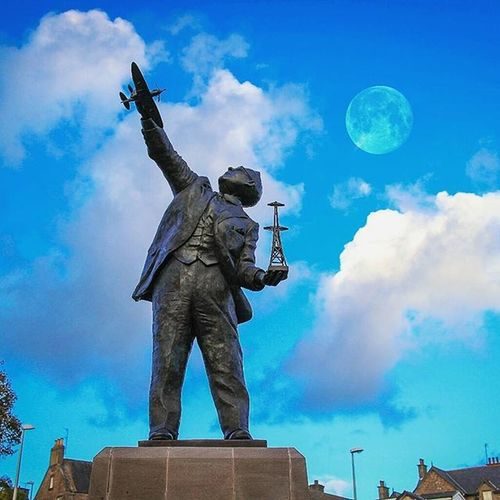 🎵'Fly me to the Moon'🎵 Local legend 'Robert Watt' was the inventor of Radar, a true war hero. 👍 Robertwatt Monument Inventor Radar HERO War Lifesaver NeverForget Proud Monument Brechin Angus Scotland Moon Sky History War Creative Composite Madewithmeld POTD Photooftheday Visitangus VisitScotland Britains_talent loves_scotland brilliantmoments capturingbritain