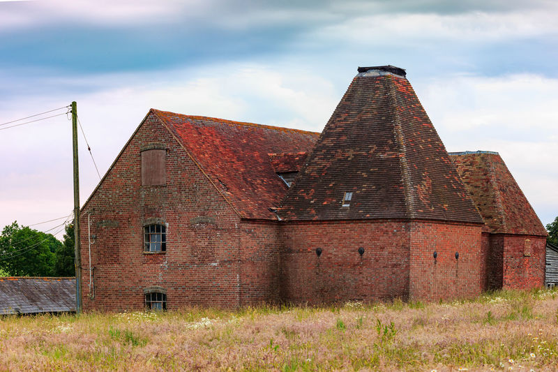 Oast House, Garden Of England, Kent, England. Architecture Sky Built Structure Nature No People Plant Hops Beer Brewing Iconic Buildings Vivid International Getty Images EyeEm Gallery Travel Destinations Tourism Sunrise Countryside Rural Scene History Cloud - Sky Building Exterior Building The Past Old Outdoors Day Abandoned Low Angle View Place Of Worship Religion Brick Spirituality