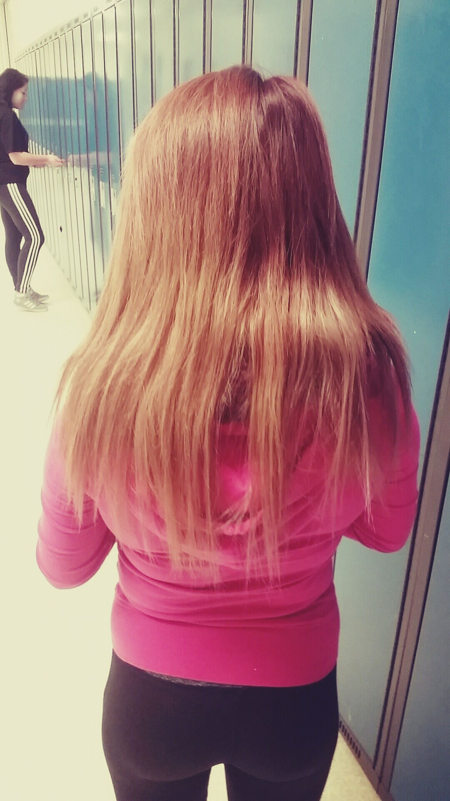 lifestyles, long hair, leisure activity, young women, casual clothing, rear view, person, blond hair, standing, young adult, headshot, waist up, brown hair, girls, indoors, three quarter length, side view