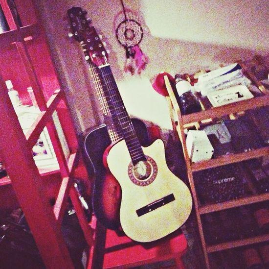 很想学吉他 First Eyeem Photo
