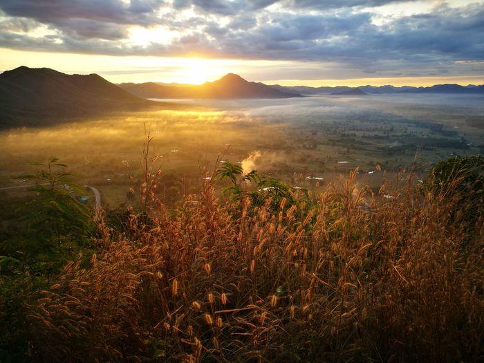 Sea Fog Chiangkhan Loei,thailand HuaweiP9 mountain Sky Beauty In Nature Outdoors Sun Fog Seafog