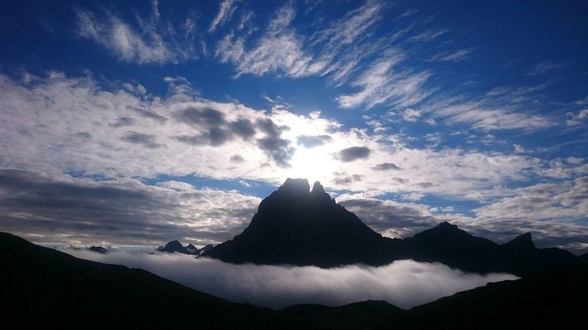 lever de soleil sur le pic du midi d'ossau Pic Du Midi D'ossau Pyrenees National Park Pyrenees Mountain Sunrise Lac D'ayous Montagne Mer De Nuage Sea Cloud Landscapes
