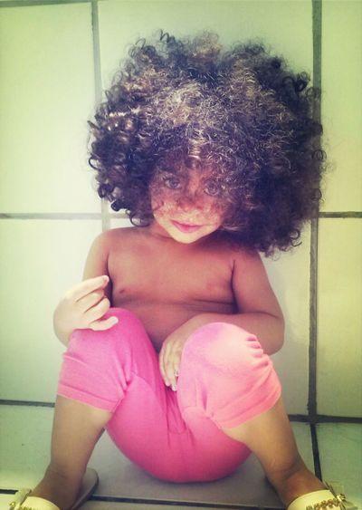 Ela tem o cabelo mais lindo do mundo!!!! Minha leoazinha vc é perfeita filha. BiaCaramelo Cabelolindo