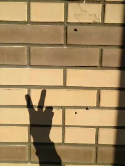 fingers show