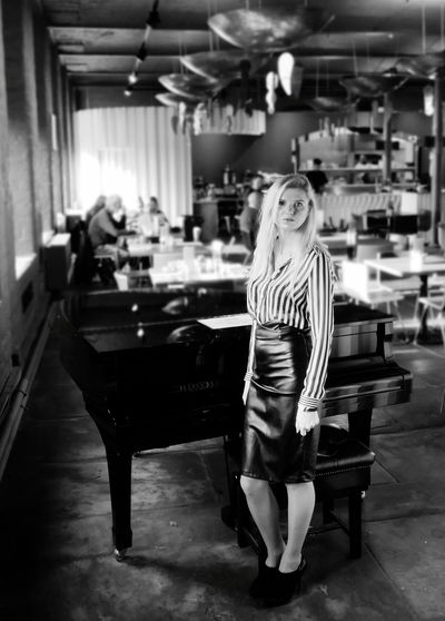 Restaurant Kawiarnia Cafe Piano Beautiful Beautiful Woman Blackandwhite Full Length Blond Hair Women Waitress Fine Dining