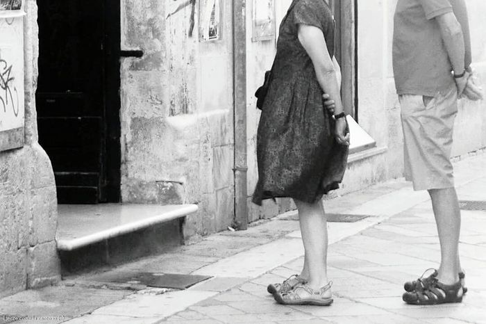 More on https://www.facebook.com/leccecomelacantoio/ Black & White Black And White Lecce B/w Lecce - Italia Leccecomelacantoio Lecce City Blackandwhitephoto Bnwphotography Blackandwhite Photography Bnw_captures Blackandwhitephotos Blackandwhitephotography Bnw_collection Blackandwhite Bnw Photography Bnw_life Streetphoto_bw Streetphotography Streetphotography_bw Streetphotographer Daily Life People Photography People People Watching Bnw
