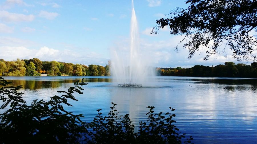 Water Fountain Outdoors Nature Tree Lake Beauty In Nature Eyem Best Shot - My World Zwickau Spazieren Und Fotografieren Saxony Panoramic View Nature_collection Nature Photography Popular Photos Spaziergang Landscapephotography Fischerboote Cloud - Sky Tree EyeEm Best Shots - Nature Autumn🍁🍁🍁 Autumn Colors Herbststimmung Water Reflection