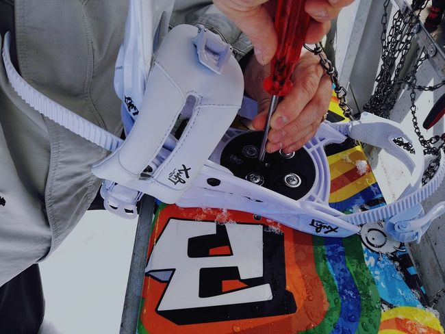 Stop And Go Hands At Work Helping Hand Tools Fittings Screwdriver Screws Precision Cold- Nacked Fingers No Gloves Adapting Bindings Troubleshooting Snow Multi Colored- Snowboard Lovely Day on the mountains!