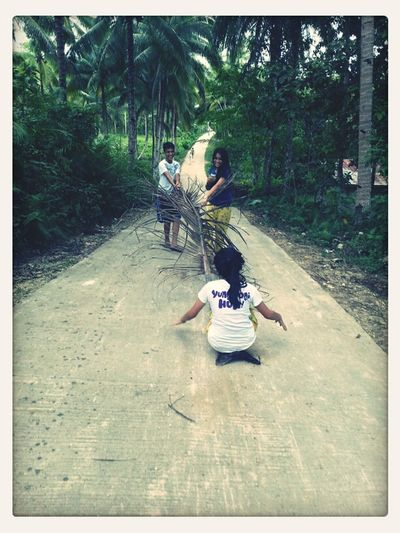 Coconut Si Bararing Gi Guyod Ni Udong Ug Saging. Hahaha! It's More Fun In Bohol