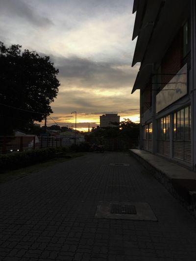 Sunset #sun #clouds #skylovers #sky #nature #beautifulinnature #naturalbeauty #photography #landscape Iphonephotographyschool Iphonephotoacademy Pjybuddy