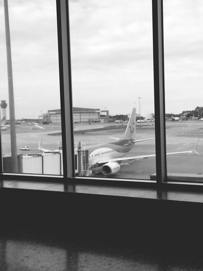 Aiport Window Transportation Transparent Glass - Material Mode Of Transport Travel Airport Looking Through Window Airplane Journey
