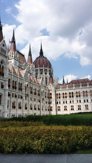 Beautiful Budapest Budapest, Hungary Architecture Building Exterior Beautiful Historical Building Colour Capture The Moment Cityscapes Hungary Taking Photos Enjoying Life Check This Out EyeEm Gallery Focal Point Taking Photos Exploring Lighting EyeEm Hanging Out City Foreground