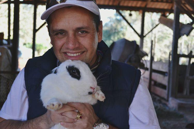 O amor não nos deixa escapar. Rabbit ❤️ Pet Love Care Cute Pets Coelho Fazenda Enjoying Nature Love Codeno