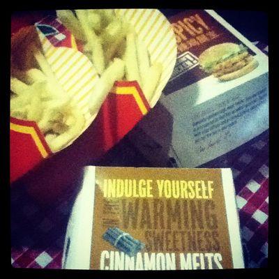 ~ McDonalds makes me relieve my stress ! So let's eat !!! Nomnomnom ..