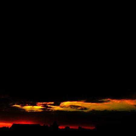 From My Window Sunset_collection le rouge est une exposition longue d'un champ d'éoliennes et le coucher Like Fire Nadir