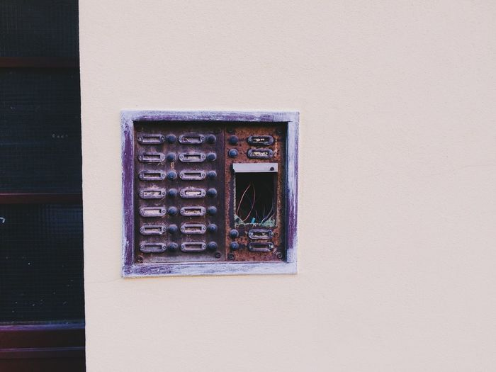 Architecture Broken Building Exterior Built Structure Close-up Day Electronic No People Old Outdoors Ring Walking Around Window