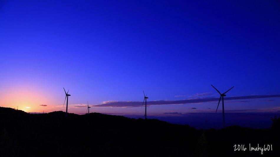 2016.10.10 良くも悪くも、パンドラの箱を開けてしまった。メンタルが揺れ揺れだけど、写真の世界はいつだって綺麗なままで良い。CAMERA:CANON 6D. LENS:EF 24-105F4L Windmill Wind Turbine Sunset Nature Beauty In Nature Landscape サンセット 夕暮れ 夕日 夕陽 Japan 淡路 Canon6d EF24-105mm Eos6d Canon Light And Shadow Magic Hour マジックアワー
