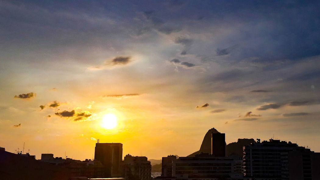 Meu lar.... Rio De Janeiro J7primephotography Sol Brazil Brasil EyeEmNewHere Bondinho Montains    City Cityscape Urban Skyline Skyscraper Sunset Illuminated Downtown District Dusk Dramatic Sky Sky Romantic Sky Tall - High High Rise