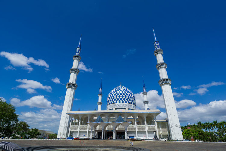The sultan salahuddin abdul aziz shah mosque is the state mosque of selangor.