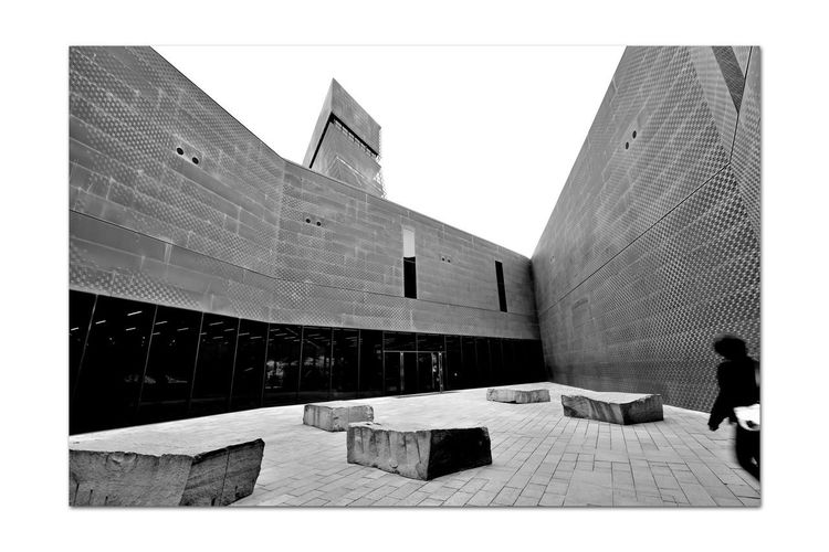 All About Angles 5 DeYoung Museum Courtyard  Fine Arts Museum Golden Gate Park Bnw_friday_eyeemchallenge Bnw_corner Monochrome_Photography Monochrome Black & White Black & White Photography Black And White Black And White Collection  Architecture Architectural Detail Perforated & Dimpled Copper Plates Façade Smoke Tinted Glass Drawn Stones Seating New Museum Opened 2005 Replaced 1895 Original Building Severely Damaged 1989 Loma Prieta Earthquake History Sky Building Exterior The Architect - 2018 EyeEm Awards